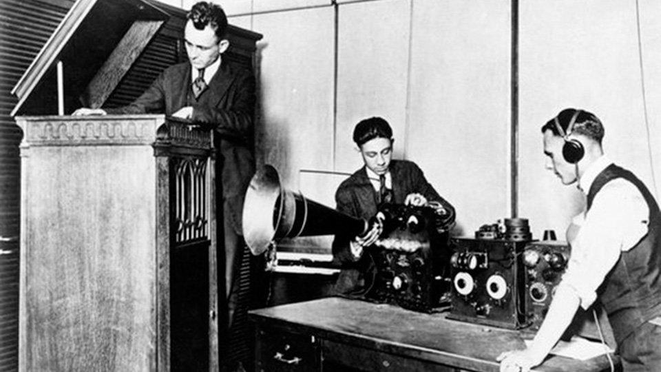 La primera radio comercial empezó a retransmitir su programación en 1920 -  Foto Del Día - Eulixe