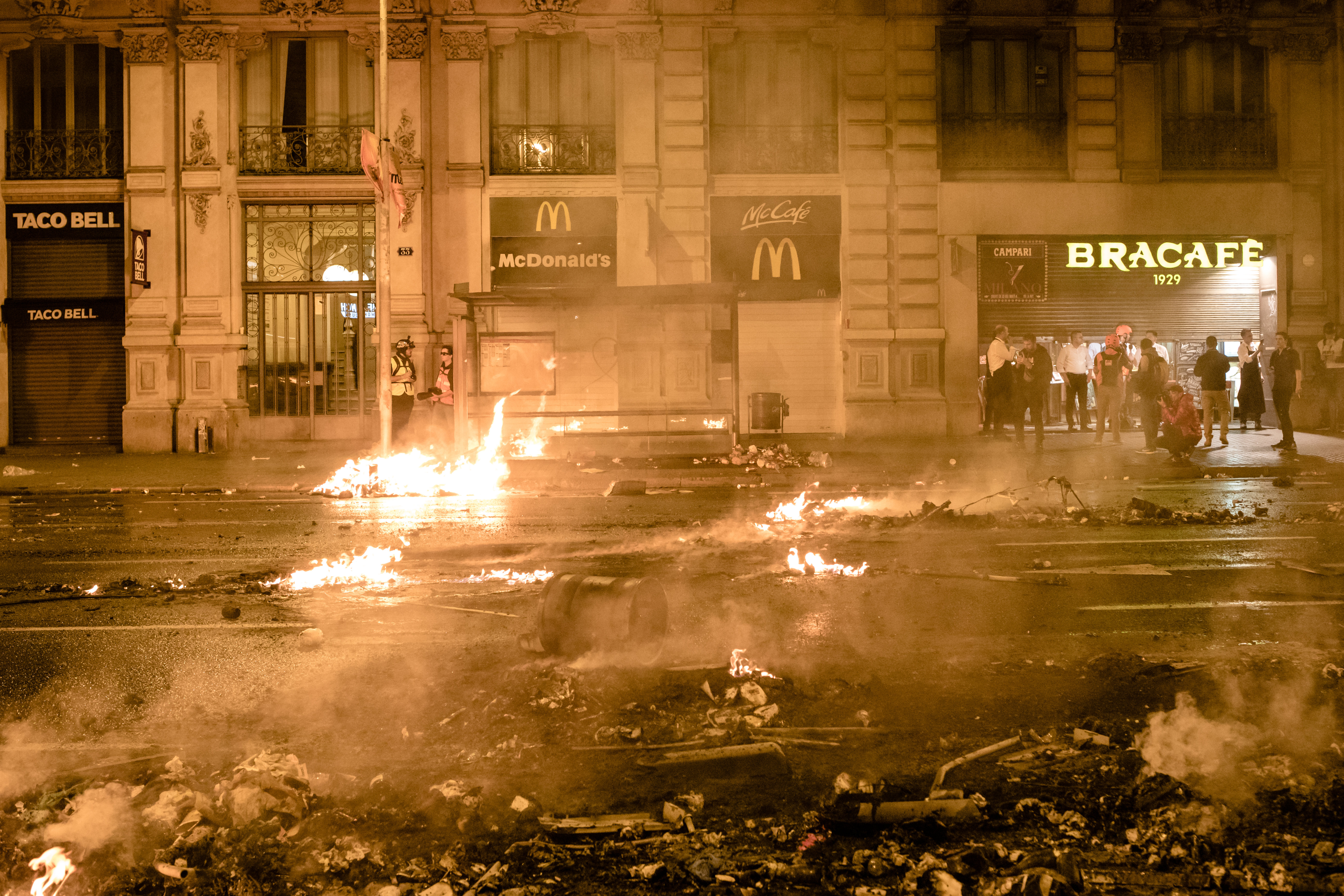 Riots in Barcelona against the judicial sentence by which Catalan politicians face harsh prison sentences by the Spanish state. Radical groups clashed with security forces and set up multiple barricades throughout the city