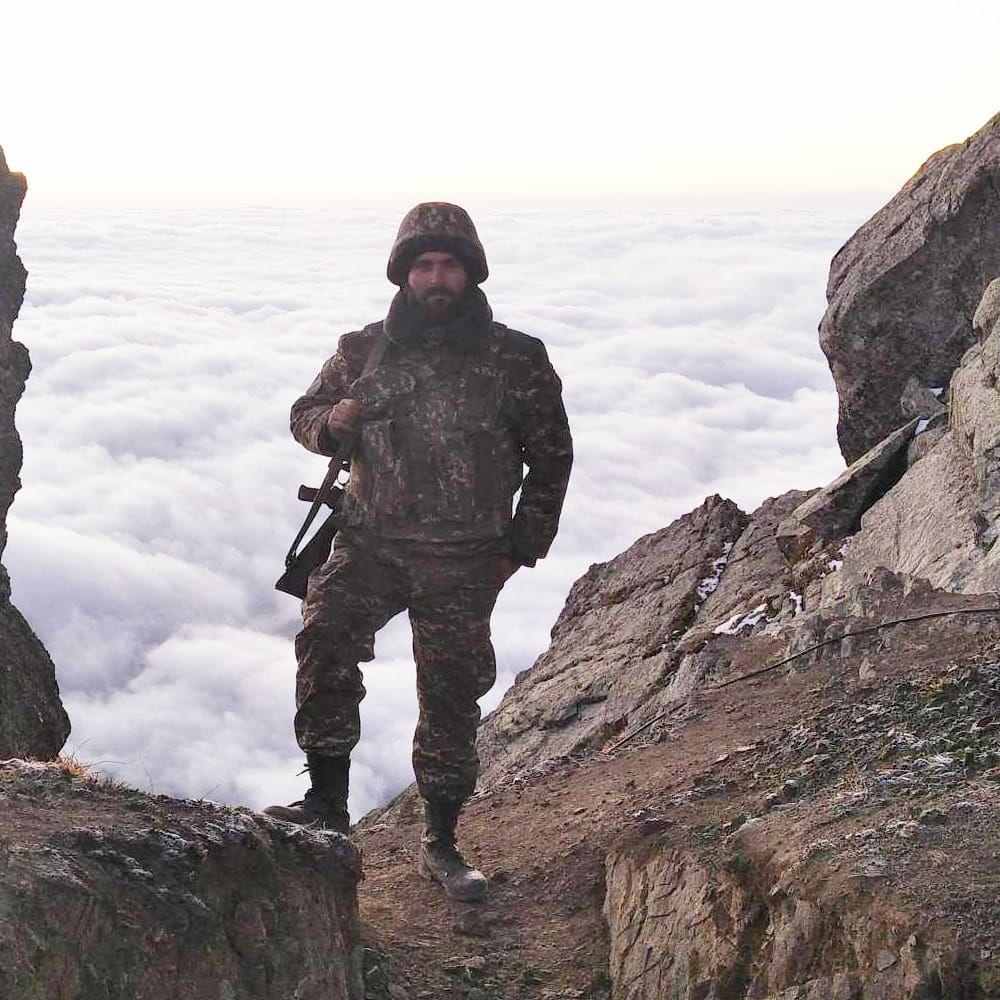 Sargis Melik-Shajnazaryan. Fotografía realizada durante la guerra de 2020.