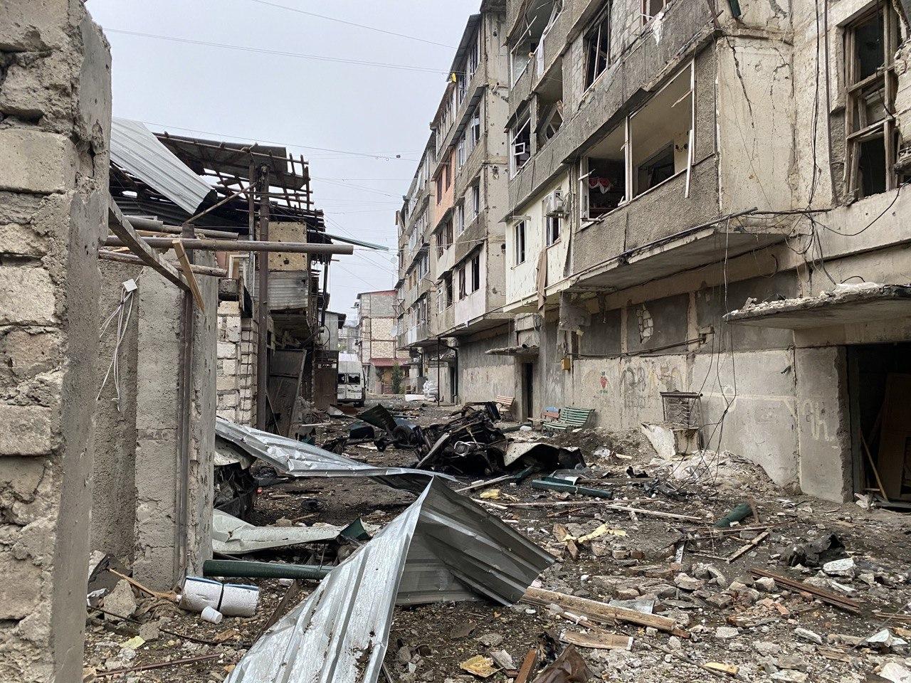 Daños estructurales provocados por un bombardeo azerí (2020).Fuente: Pablo González.